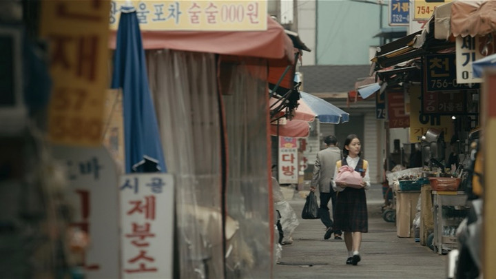 Image from House of Hummingbird Dir-Scr Bora Kim